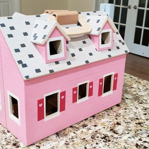 Pink Wooden Dollhouse with Furniture for Sale in Kissimmee, FL