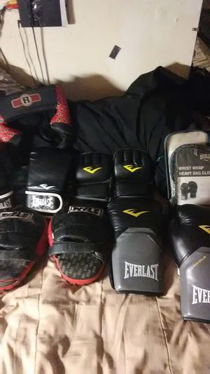 Everlast boxing equipment sparring gloves punching mittens gloves headgear for Sale in Phoenix, AZ