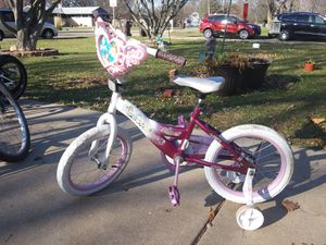 16 bikes with training wheels for Sale in East Peoria, IL