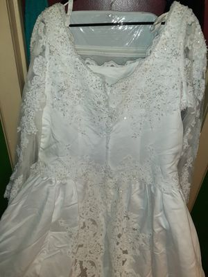 Used once elegant wedding dress size 20 for Sale in San Antonio, TX