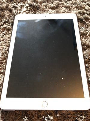 Ipad white 5th generating 32gb 4g + wifi for Sale in Aurora, CO