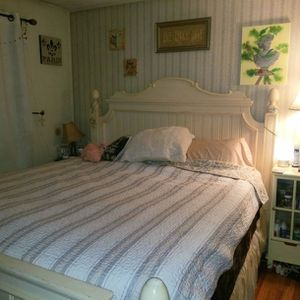 BES FRAME-CALIFORNIA KING BED FRAME & HEADBOARD & FOOT BOARD for Sale in Ronkonkoma, NY
