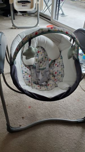 Graco baby swing battery or electric operated for Sale in Bellevue, WA