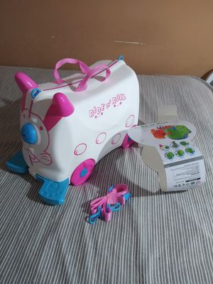 BRAND NEW RIDE N' ROLL FOR YOU NEXT VACATION,RIDE A LONG OR PULL ALONG,ROLL KIDDIE SUITCASE FOR GIRL,STRAP PULL INCLUDED LOTS STORAGE for Sale in Los Angeles, CA