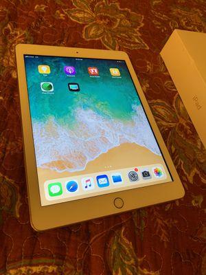 iPad 6th gen 32gb cellular for Sale in Glendale, AZ