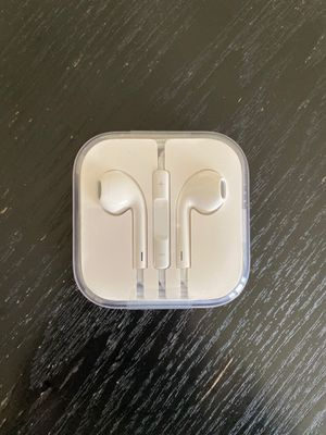 Brand new Apple Earbuds - 3.5mm jack with mic and case for Sale in Oakland, CA