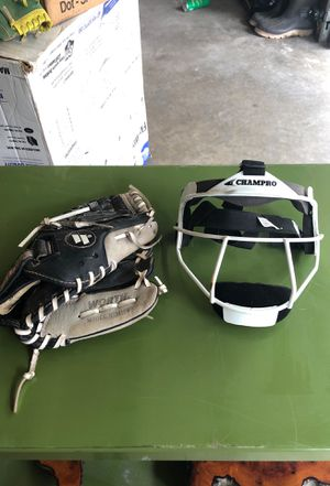 Softball pitching mask & glove for Sale in North Ridgeville, OH