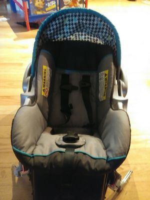 Infant seat with base exp. 12/31/2022 for Sale in Sioux City, IA