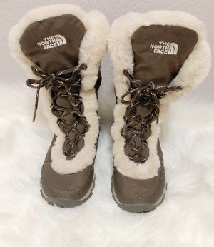 North Face Nuptse Fur Winter Boots for Sale in The Colony, TX