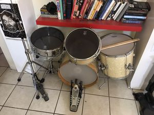 Pearl drum set with MESH heads for Sale in Phoenix, AZ