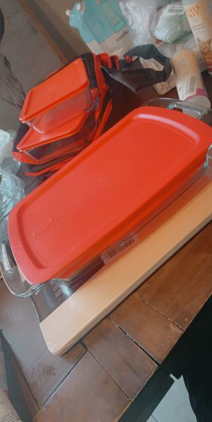 Pyrex glass containers with plastic lids for Sale in Palm Springs, CA