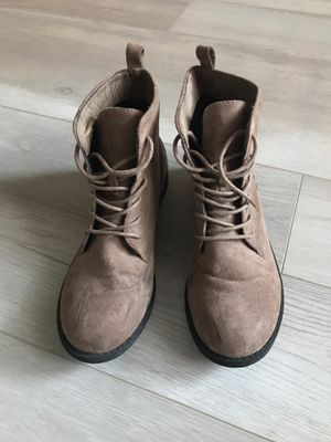 WOMENS BOOTS SIZE 7 TAN SWADE for Sale in Las Vegas, NV