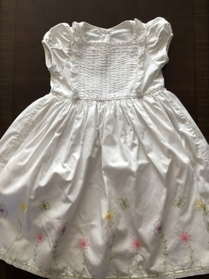 White girls dress embroidered with flowers size 6 for Sale in Hacienda Heights, CA