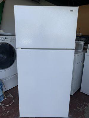 Hotpoint top freezer refrigerator 18 cu ft for Sale in San Jose, CA