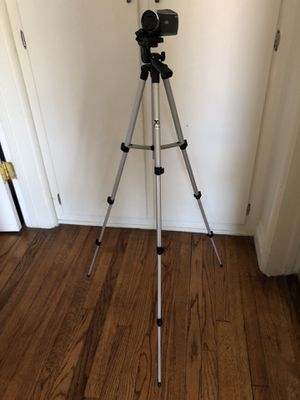 Sony HD CX 405 + Tripod for Sale in Los Angeles, CA