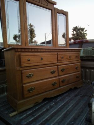 Dresser oak 6: drawers with mirror for Sale in Fresno, CA