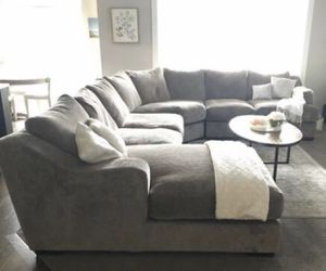 Super Nice Large Sectional AND Ottoman, Can Deliver! for Sale in West Jordan, UT