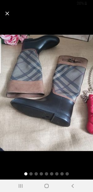 $Auth Burberry leather trim water proof boot sz 5.5 for Sale in Chicago, IL