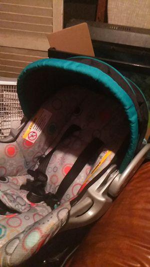 Car seat newborn + for Sale in Macon, GA