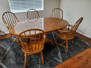 Dining room table with 6 chairs (Removable Leaf) for Sale in BETHEL, WA