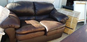Leather couch(love seat). for Sale in Hemet, CA