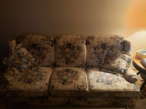 Hidebed couch.Great condition.Cash only,$125 obo,poos for Sale in Washington, MO