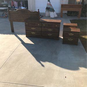5 Piece Bedroom Set for Sale in Hanford, CA