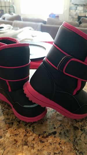 Girl's Snow Boots for Sale in Fountain, CO
