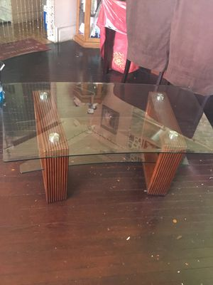 Glass top coffee table for Sale in Brooklyn, NY