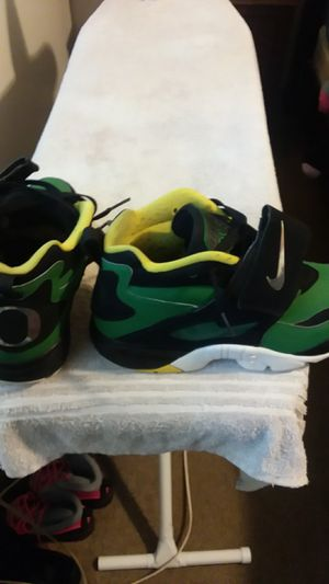 Limited edition organ diamond turf Deons size 9 for Sale in Columbus, OH