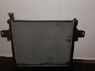 Radiator For 05 Jeep Grand Cherokee 5.7L for Sale in Des Plaines,  IL