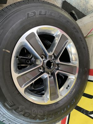 5 OEM wheels out of a 2019 jeep wrangler for Sale in North Miami Beach, FL