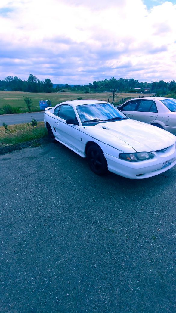 White 1994 Ford Mustang