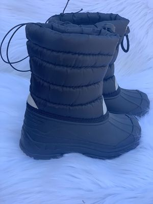 Snow boots for kids sizes 9,10,11,12,13,1,2,3,4 kids sizes for Sale in Bell, CA