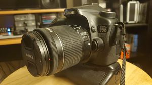 Canon EOS 70D Digital SLR Camera with 18-55mm STM Lens With Dual Battery Grip for Sale in Fontana, CA