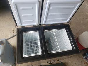 Whynter 90 Qt 12V RV/Camper Van Portable Fridge/Freezer for Sale in Los Angeles, CA