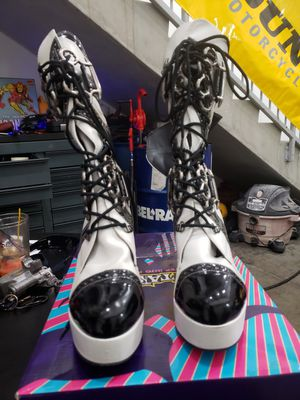 Black White Saddle Boot Sz 8 for Sale in Hollywood, FL