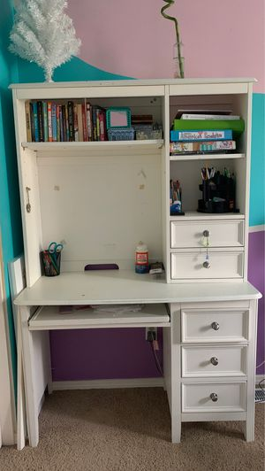 Kids desk and hutch (white) for Sale in Bothell, WA