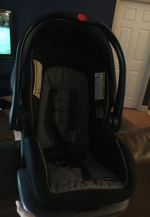 Graco infant car seat with base for Sale in Dona Vista, FL