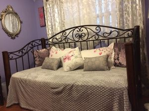 Day Bed for Sale in Nashville, TN