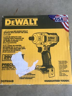 (Low ball offer will be ignored) 1/2 Dewalt Wrench (Free Deliver) for Sale in Glendale, AZ