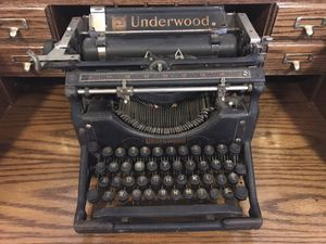 Antique Underwood typewriter for Sale in Orlando, FL