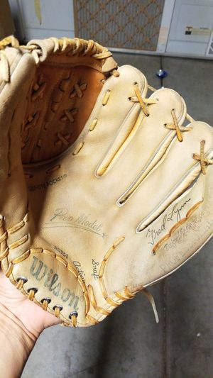 Vintage 80's baseball glove for Sale in Avondale, AZ
