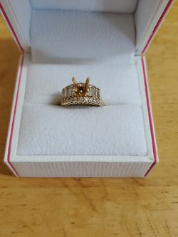Very Nice 18k Gold Wedding Ring With Diamonds Set for Sale in Gilroy,  CA