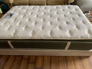 Full size bed for Sale in Las Vegas, NV