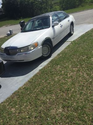 Lincoln town car for Sale in Davenport, FL