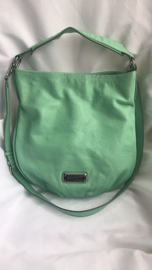Marc Jacobs New Q Hiller leather crossbody purse for Sale in Lynnwood, WA
