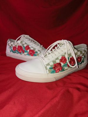 Vans Old Skool DX Checkerboard Rose Embroidery Leather for Sale in Riverton, UT
