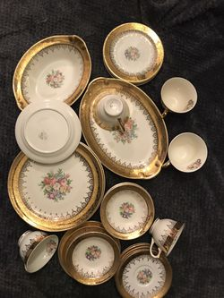 Warranted 22 karat gold 30 Piece china set for Sale in Columbia,  MD