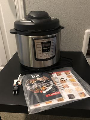 Instant pot lux 6-in-1 electric pressure cooker for Sale in Beaverton, OR